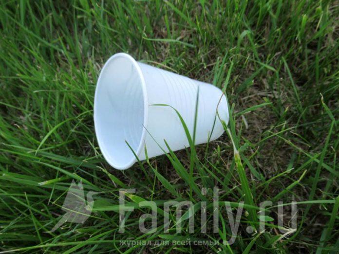 Пластиковый стаканчик