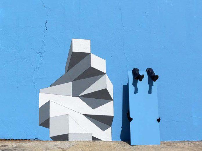 Стена с оригинальной картиной