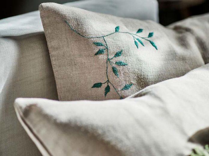 Чехлы на подушки с вышивкой