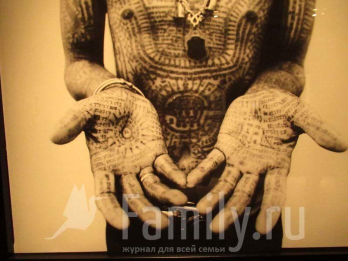 Тело в татуировках