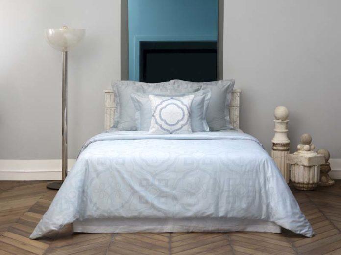 Голубоватое постельное белье с рисунком