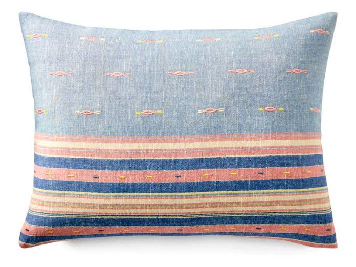Подушка с оригинальной наволочкой