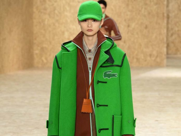 Зеленые пальто и кепка Lacoste
