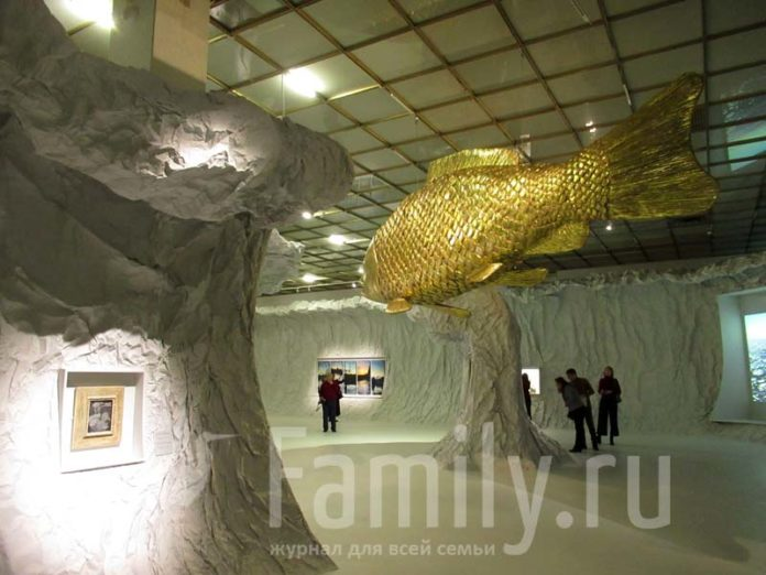 Царь-рыба из золота