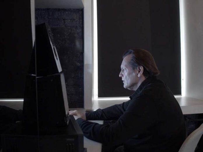 Игорь Миркурбанов за компьютером