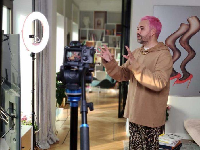 Рогов в своей квартире