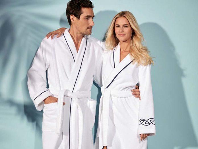 Пара в халатах