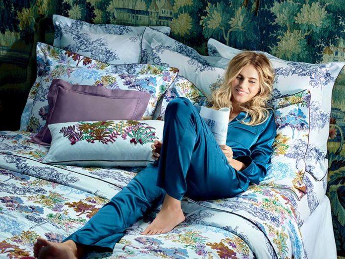 Блондинка в пижаме