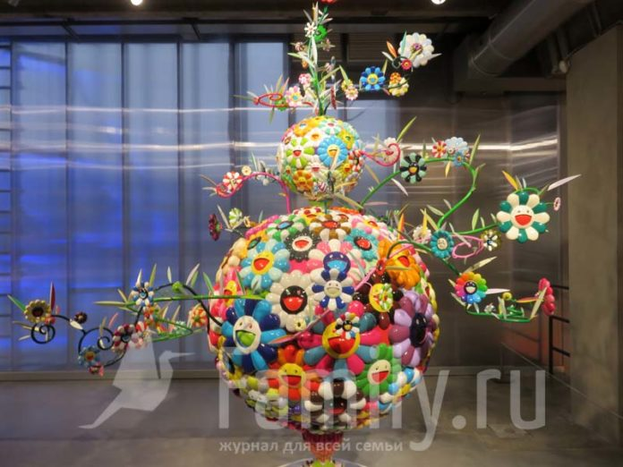 Экспонат выставки Такаси Мураками в музее «Гараж»
