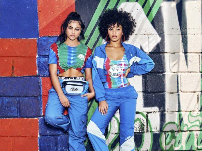 Девушки в спортивных костюмах Guess x J Balvin Colores