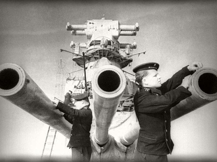Пушки на крейсере
