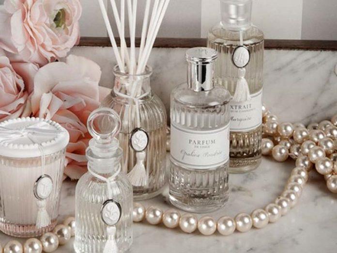 Ароматические свечи, спреи для дома и диффузоры
