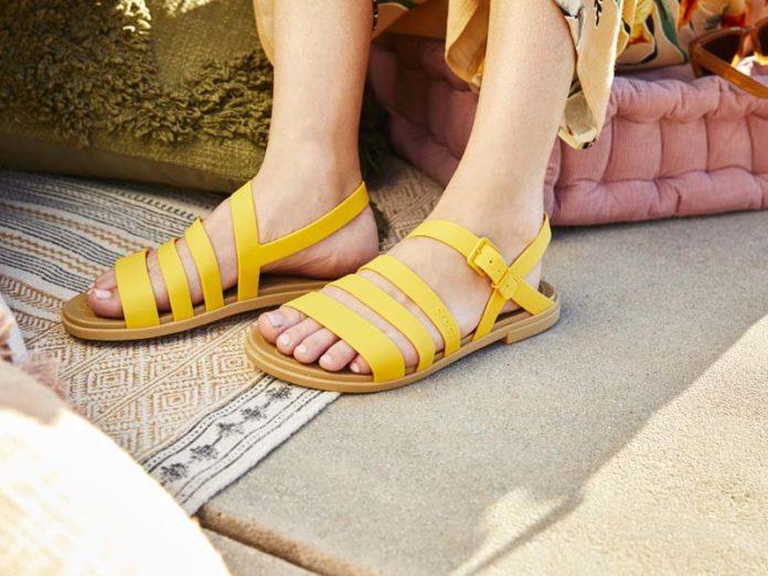 Желтые сандалии Крокс