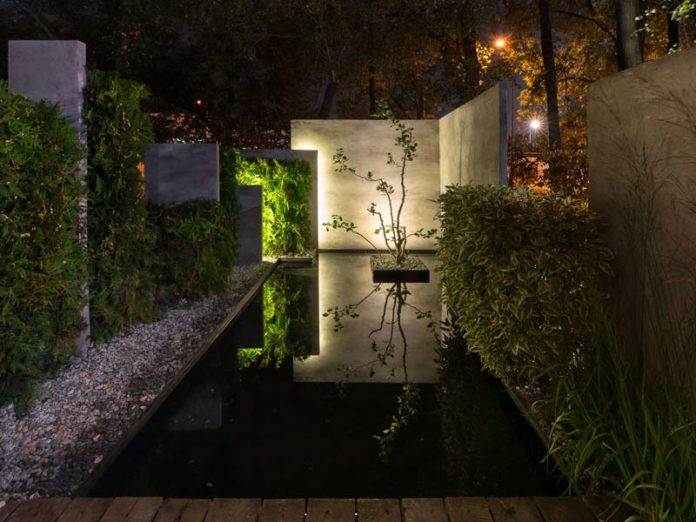 Сад с подсветкой