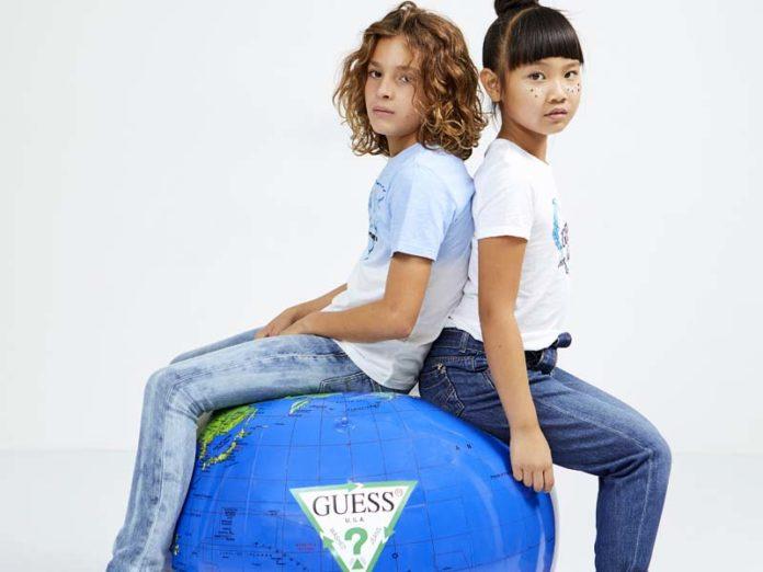 Девочки на шаре