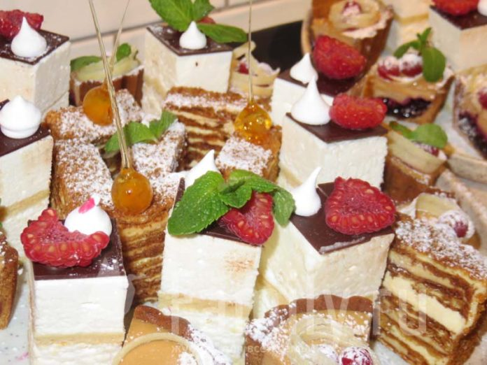 Десерты с малиной и мятой