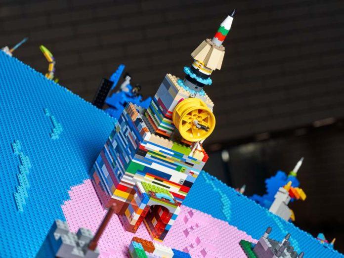 Кремлевская башня из кубиков Лего
