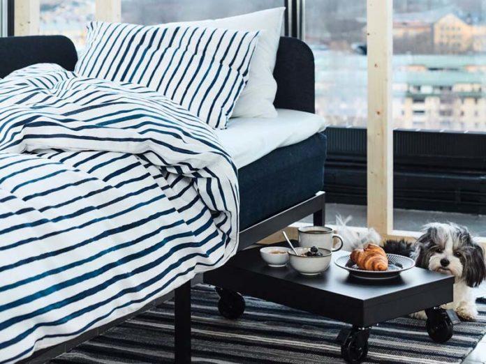 Столик для завтрака у кровати