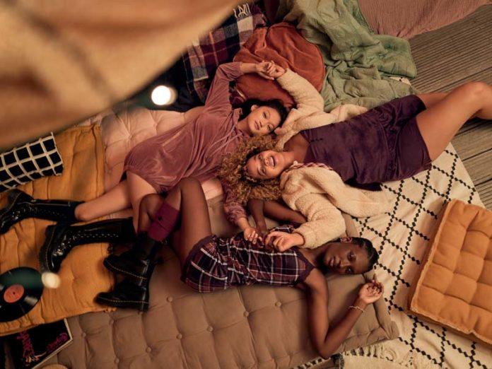 Девушки в одежде Hunkemoller