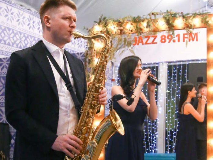 Саксофонист и певица