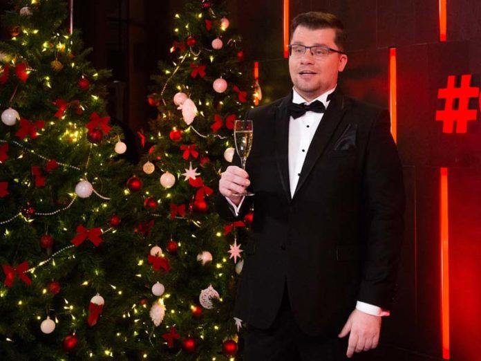 Гарик Харламов с бокалом шампанского