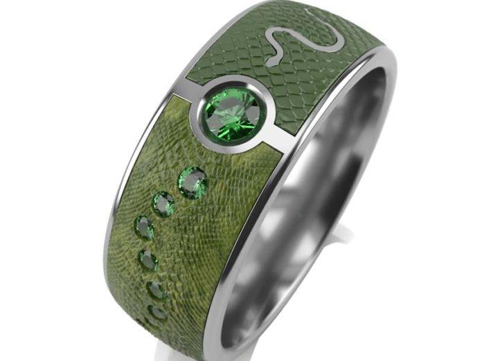 Кольцо со змеиным принтом