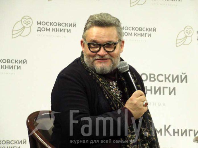 Александр Васильев на презентации своей книги