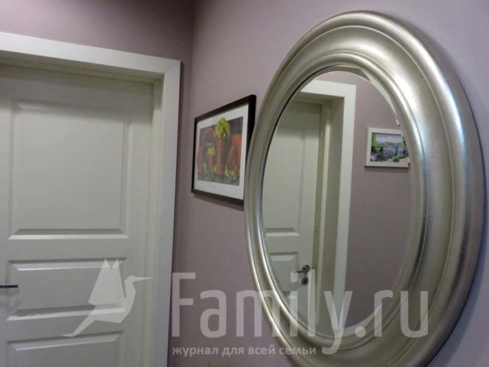 Зеркало в овальной раме