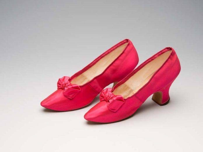Атласные туфли Meier красного цвета