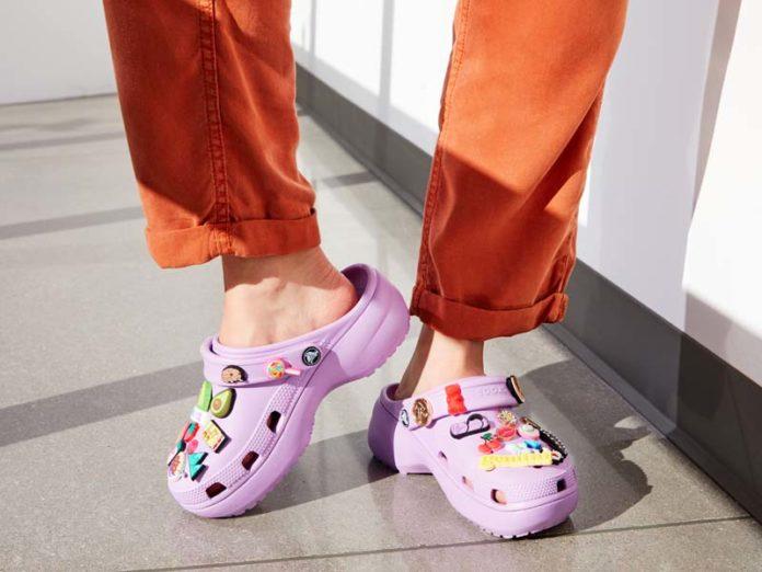 Сабо Crocs фиолетового цвета с камушками