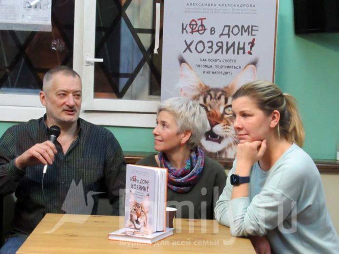 Александра Александрова в котокафе