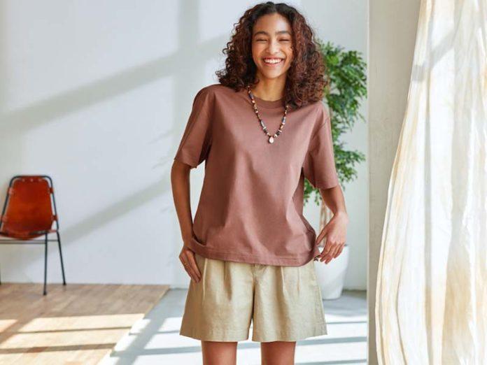 Девушка в шортах лето 2021