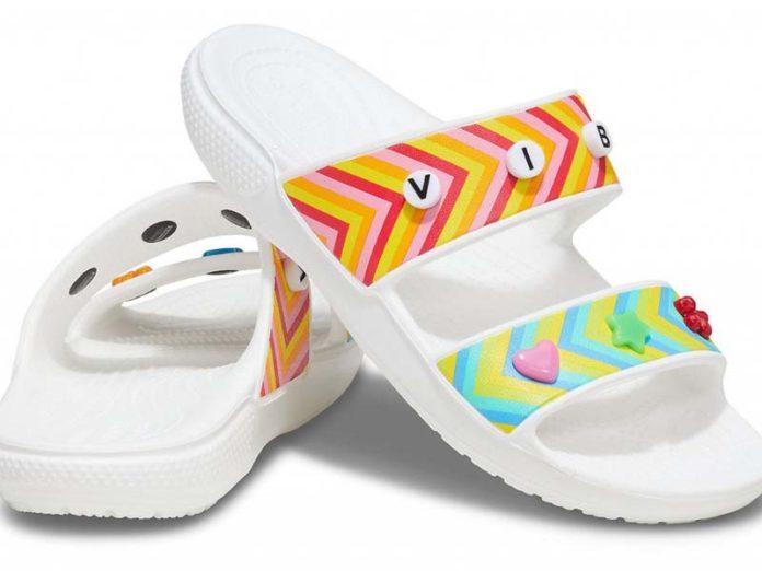 Сандалии Crocs с фенечками