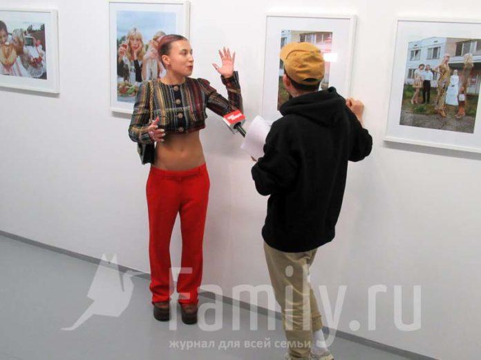 Эмми Америка на выставке