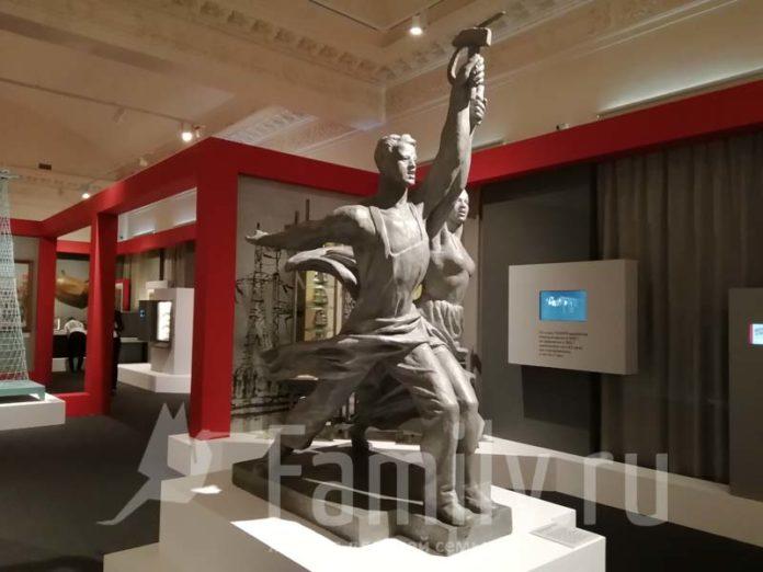 Скульптура Веры Мухиной «Рабочий и колхозница»