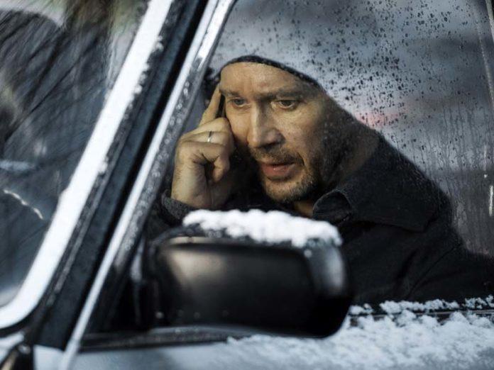 Евгений Миронов в машине