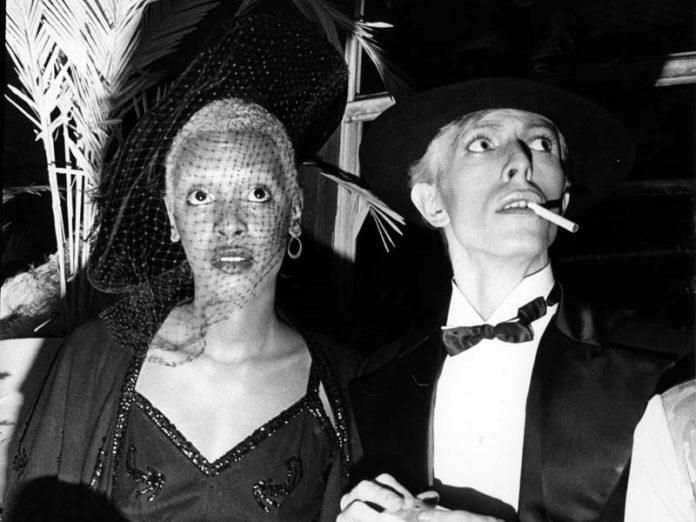Ава Черри и Дэвид Боуи на вечеринке