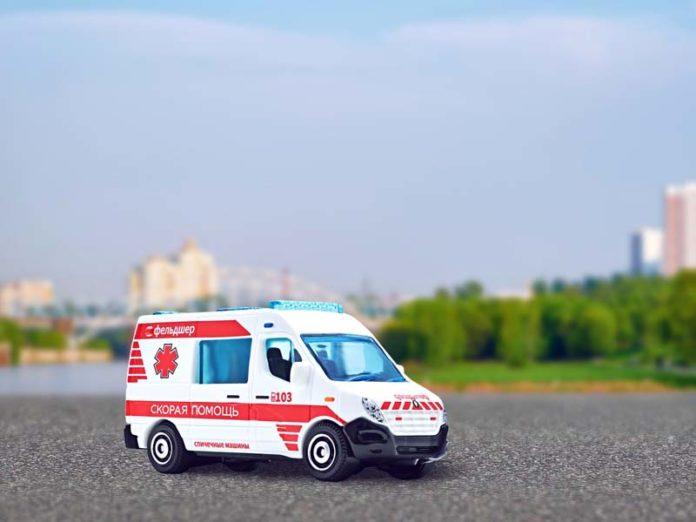 Игрушечная машинка скорой помощи