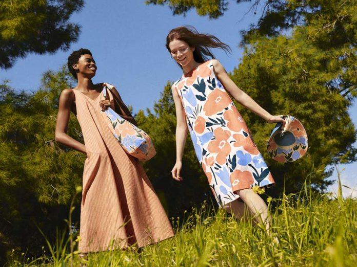 Девушки в платьях с принтами