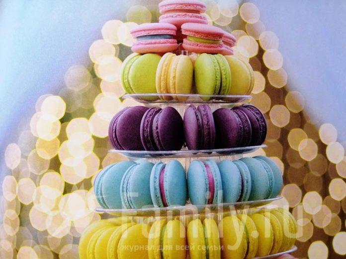 Печенье макарон разных цветов