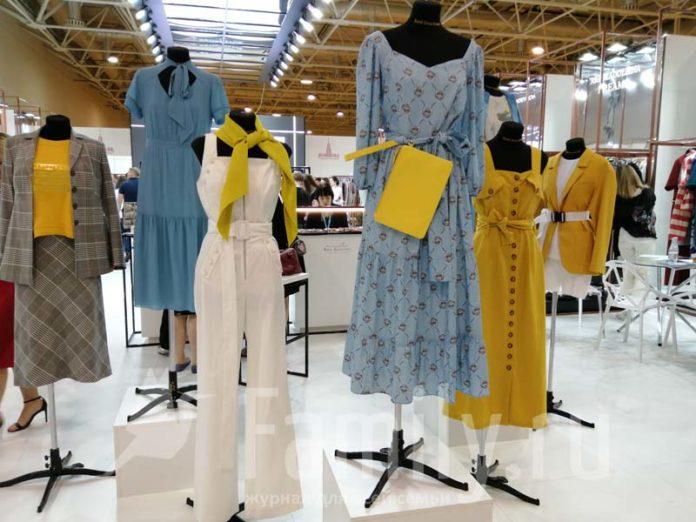 Женская одежда на выставке моды