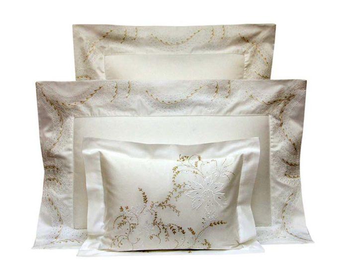 Подушки с сатиновыми наволочками