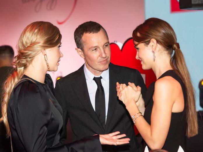 Игорь Верник с девушками